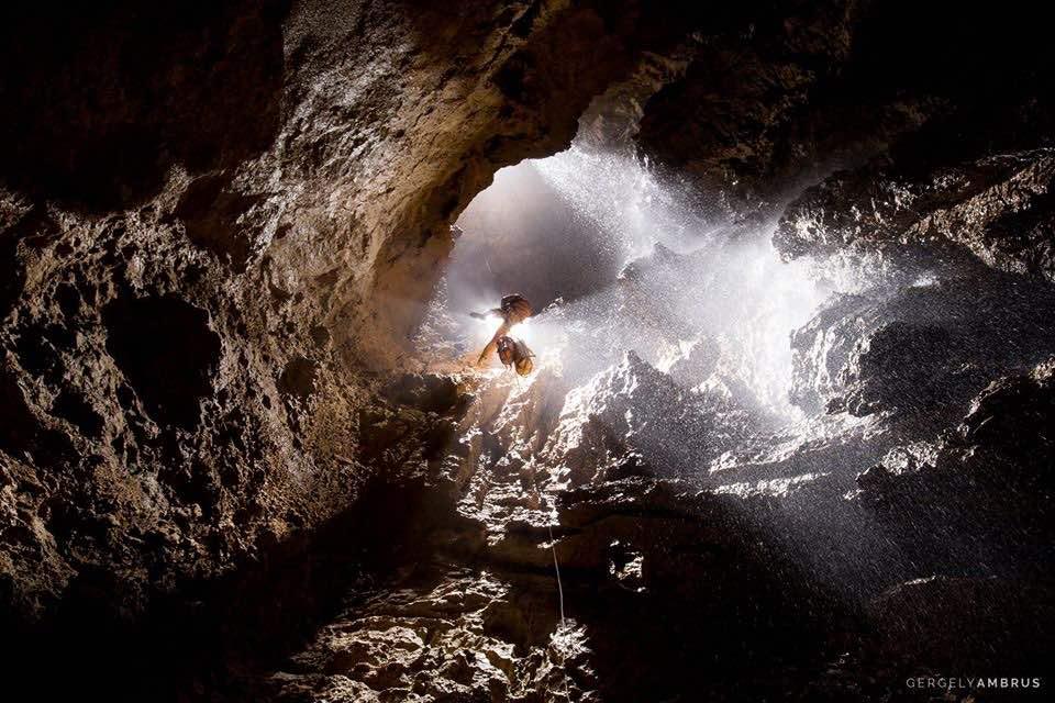 世界上第一个探知深度超过2000米的洞穴——库鲁伯亚拉洞穴