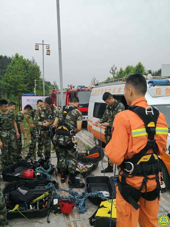 奥特多洞穴救援队与黔江消防官兵交流救援技术