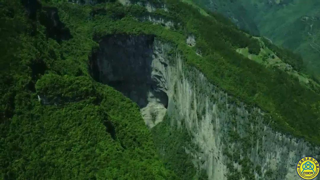 既不能导也不能演的户外探险纪录片——《洞天秘境》